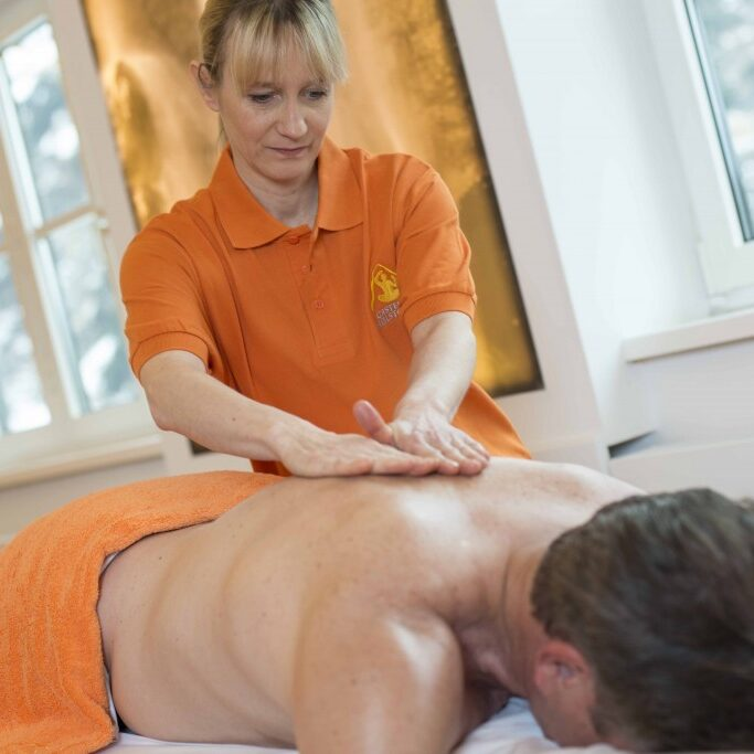 Ruecken-Massage-1024x683